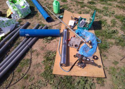 Монтаж скважинного насоса, гидроаккумулятора, электронного реле давления и прокладка труб к дому и бане в ДНП Романово.