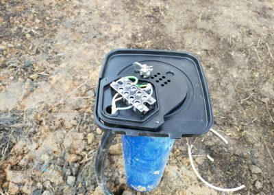 Металлическая скважинная крышка EMS с клеммной коробкой, процесс монтажа.