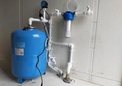 Разводка внутри дома с выходом на полив и возможностью слить воду с труб.